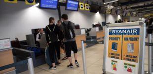 Post de Ryanair no puede cobrar suplemento por el equipaje de mano, según un juez
