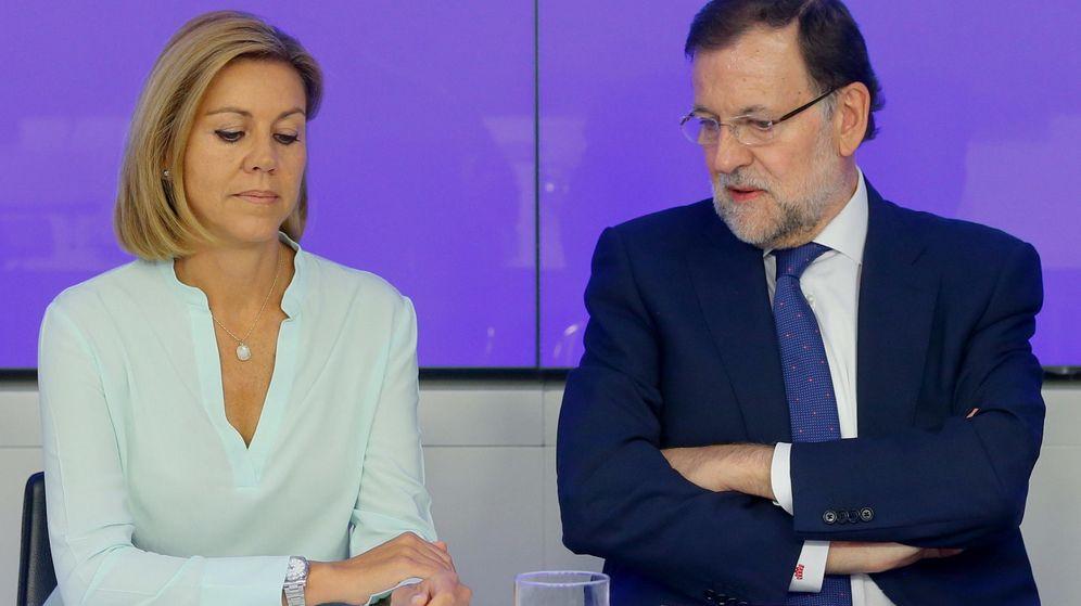 Foto: El presidente del Gobierno y del Partido Popular, Mariano Rajoy (d), junto a la secretaria general, María Dolores de Cospedal. (EFE)