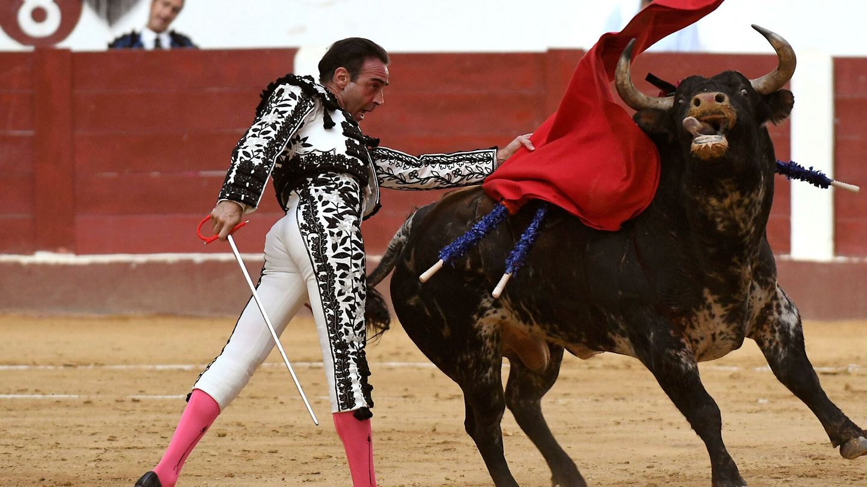 Enrique Ponce, en la plaza de toros de León. (EFE)