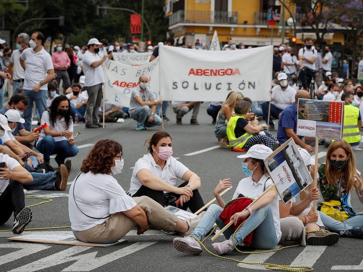 Foto: Manifestación de Abengoa ante el Parlamento Andaluz. (EFE)