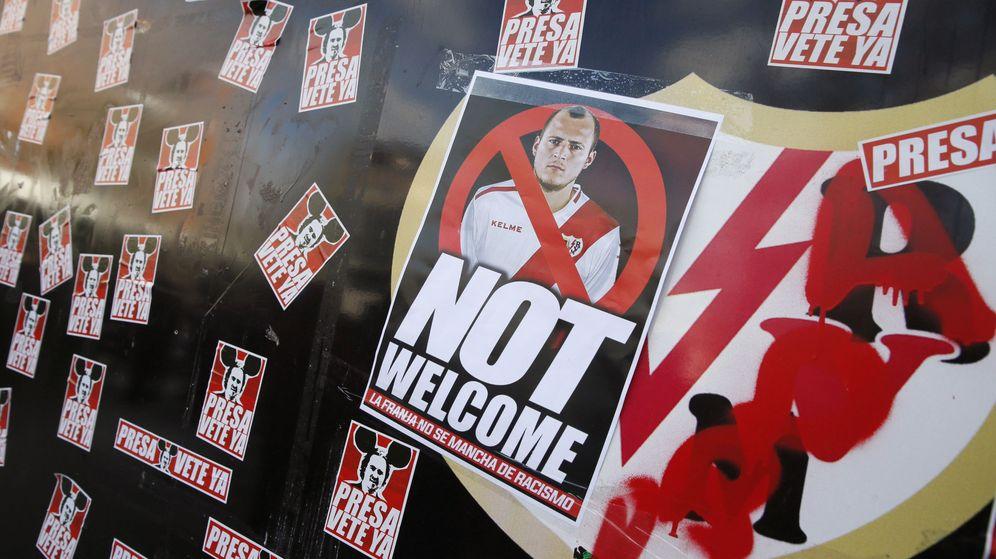 Foto: ConcentraciÓn en protesta por cesiÓn jugador ucraniano roman zozulya