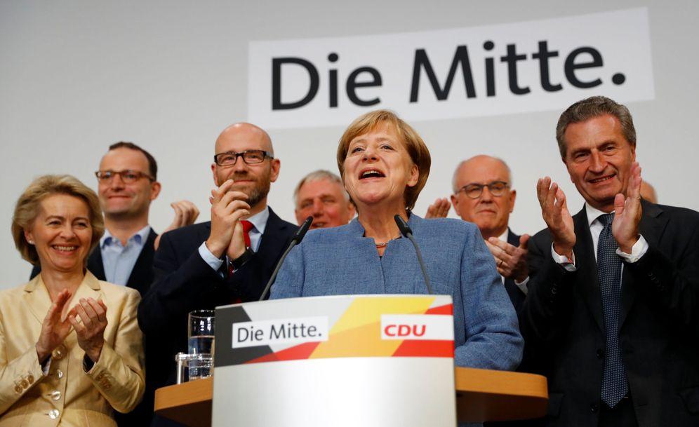 Foto: Merkel durante su comparecencia en la sede de la CDU en Berlín tras difundirse los primeros resultados de las elecciones. (Reuters)