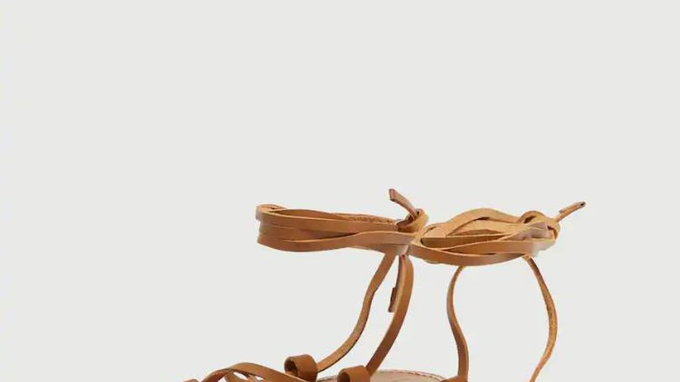 Así es el conjunto, con sandalias de Pull & Bear, de Paula Echevarría ideal para pasear estas vacaciones