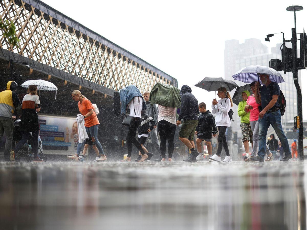 Foto: Londres bajo fuertes lluvias. (Reuters)