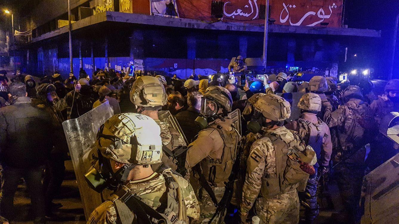 Más de 220 heridos en la tercera noche de protestas en Líbano por las medidas covid