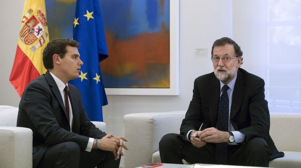 Foto: El presidente del Gobierno, Mariano Rajoy (d), y el presidente de Ciudadanos, Albert Rivera. (EFE)