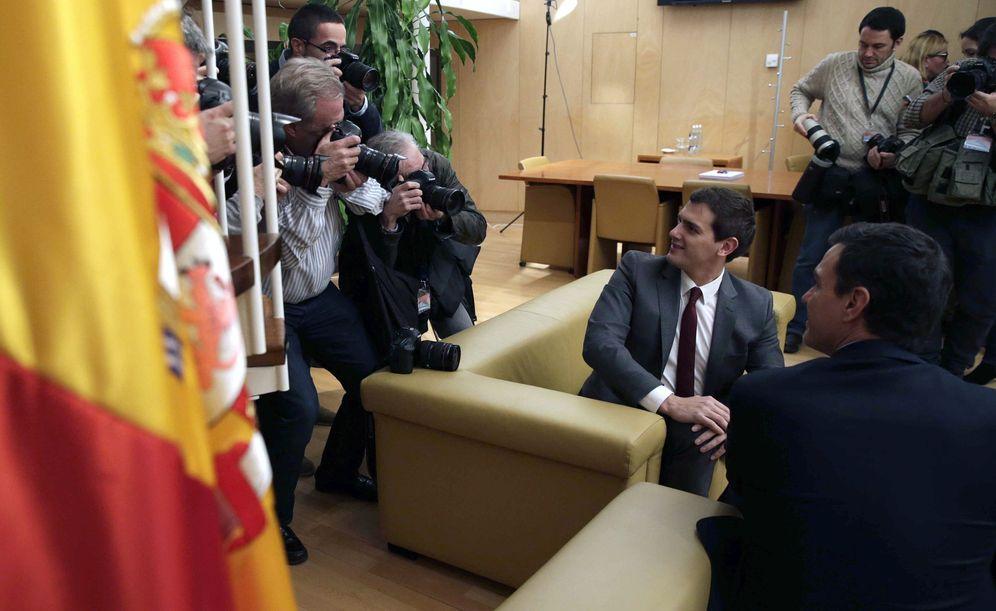 Foto: Pedro Sánchez y Albert Rivera, el pasado 4 de febrero durante su primera reunión bilateral tras el encargo del Rey. (EFE)
