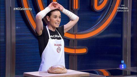 Percance en 'Masterchef Celebrity': Raquel Sánchez Silva, con los dos brazos vendados