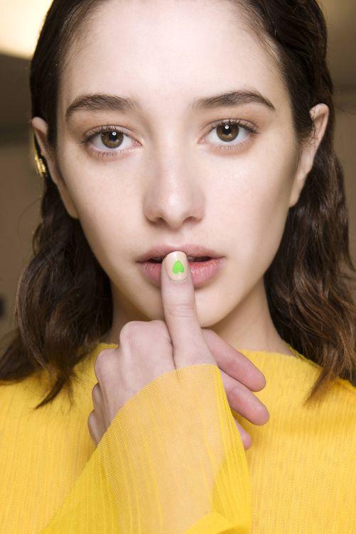 Foto: No te olvides nunca de tus labios: hidrátalos. (Foto: Imaxtree)