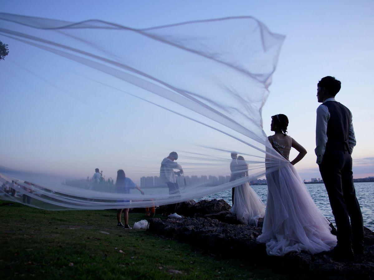 Foto: Las bodas han cambiado mucho en este 2020 tan extraño por la pandemia (Reuters/Aly Song)