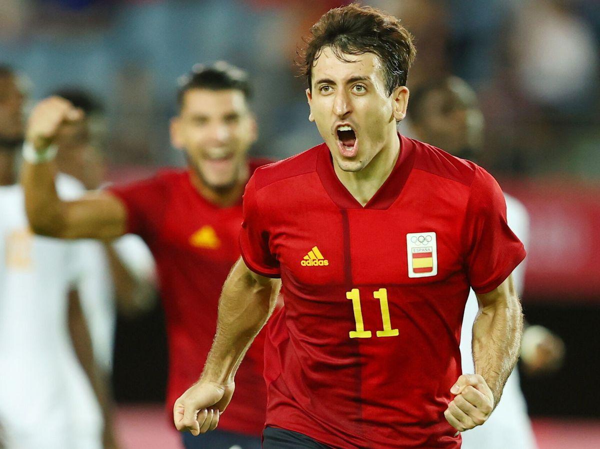 Foto: Mikel Oyarzabal celebra un gol con España. (Reuters)