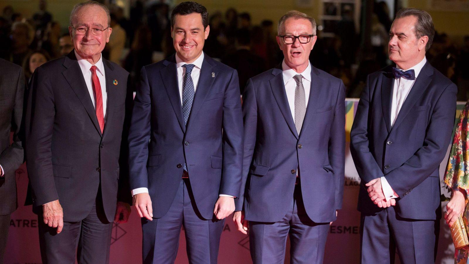 Foto: El alcalde de Málaga, Francisco de la Torre (a la izquierda), junto a Juanma Moreno, José Girao y Juan Antonio Vigar, en el Festival de Cine Español de Málaga (EFE).