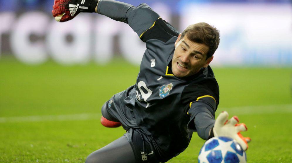 Foto: Iker Casillas, con la camiseta del Oporto. (Reuters)