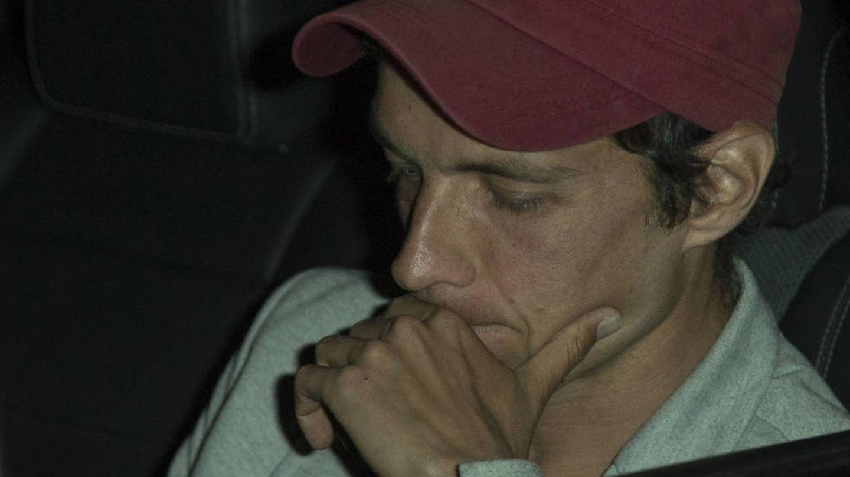 Camilo Blanes, compungido a la llegada al tanatorio. (Foto: José Martín)