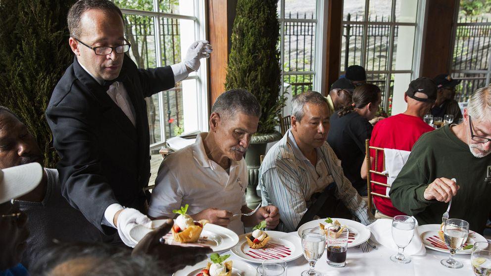 Un rico chino invita a cenar a los pobres de EEUU, y acaba fatal