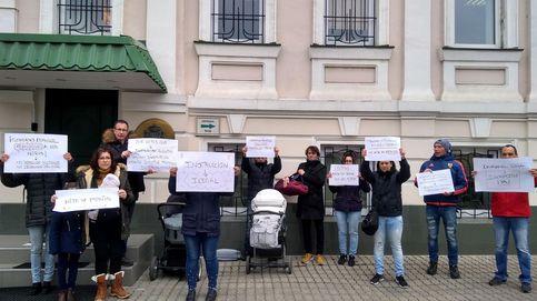 Repatriadas desde Ucrania siete familias con bebés nacidos por subrogación