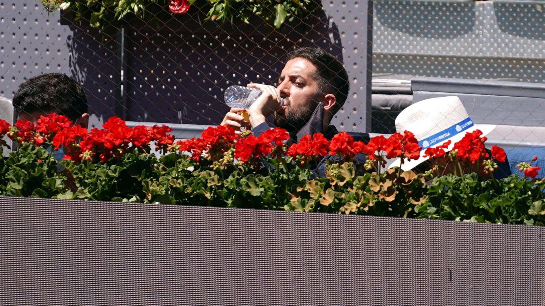 Broncano, saciando su sed en el Mutua Madrid Open. (CP)