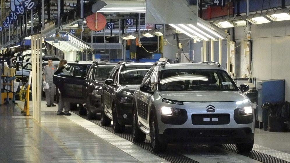 Foto: Vista de la factoría del grupo PSA Peugeot Citroën en Madrid. (EFE)