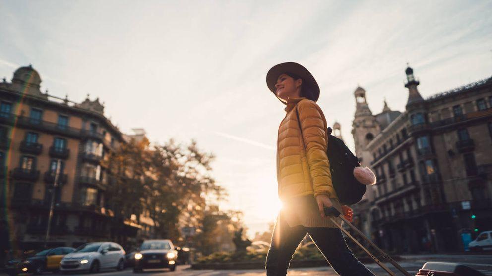 Por qué las mujeres viajan solas mucho más a menudo que los hombres