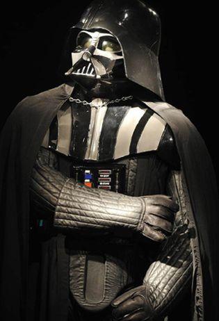 el traje original de darth vader se subastará en londres junto a