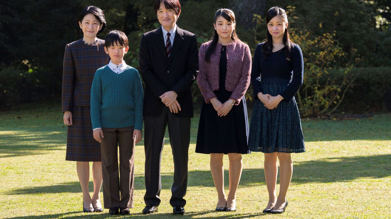 Akishino y Kiko con sus tres hijos: Mako, Kako y Hisahito. (Reuters)
