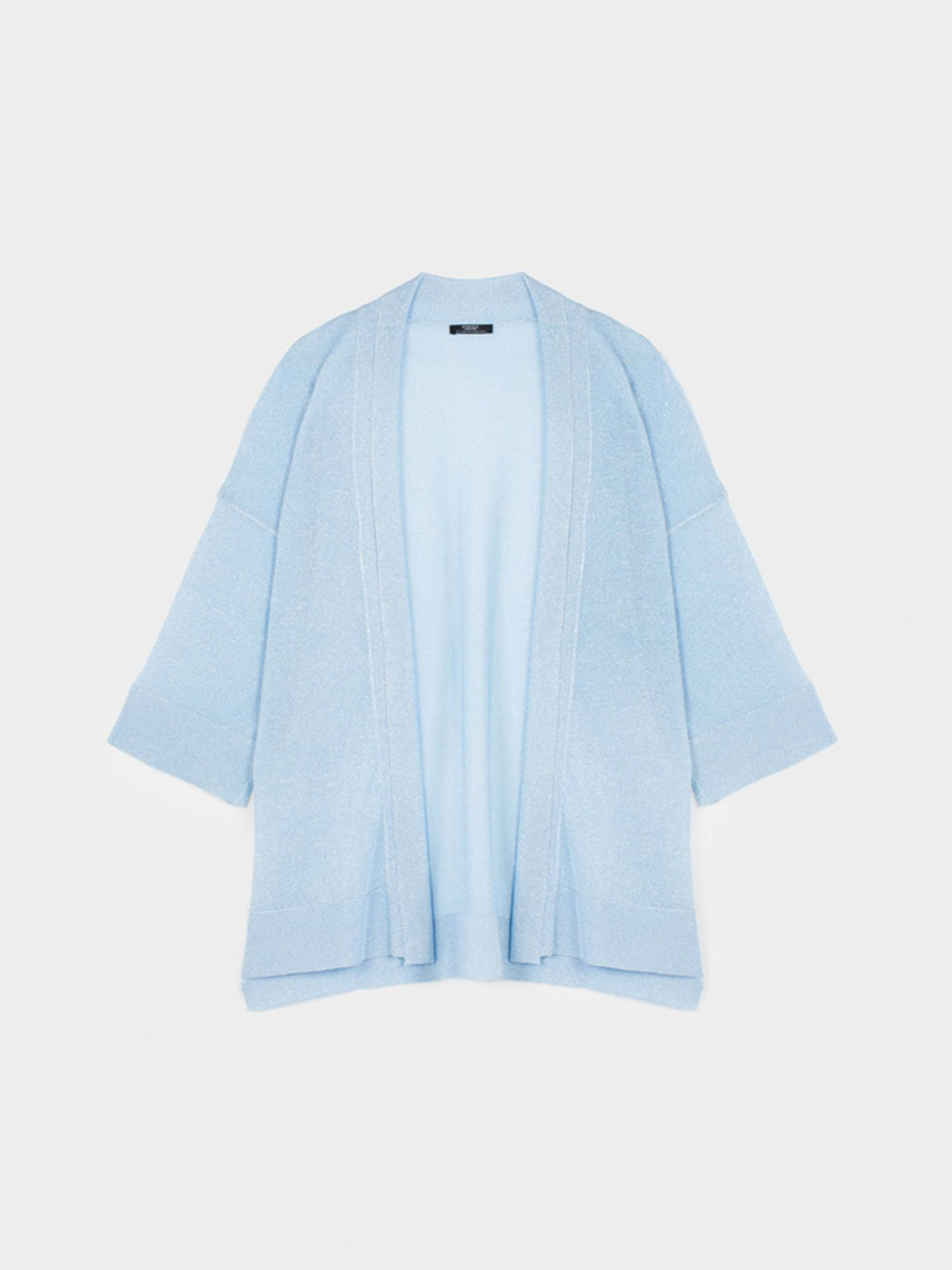 Kimono azul de Parfois. (Cortesía)