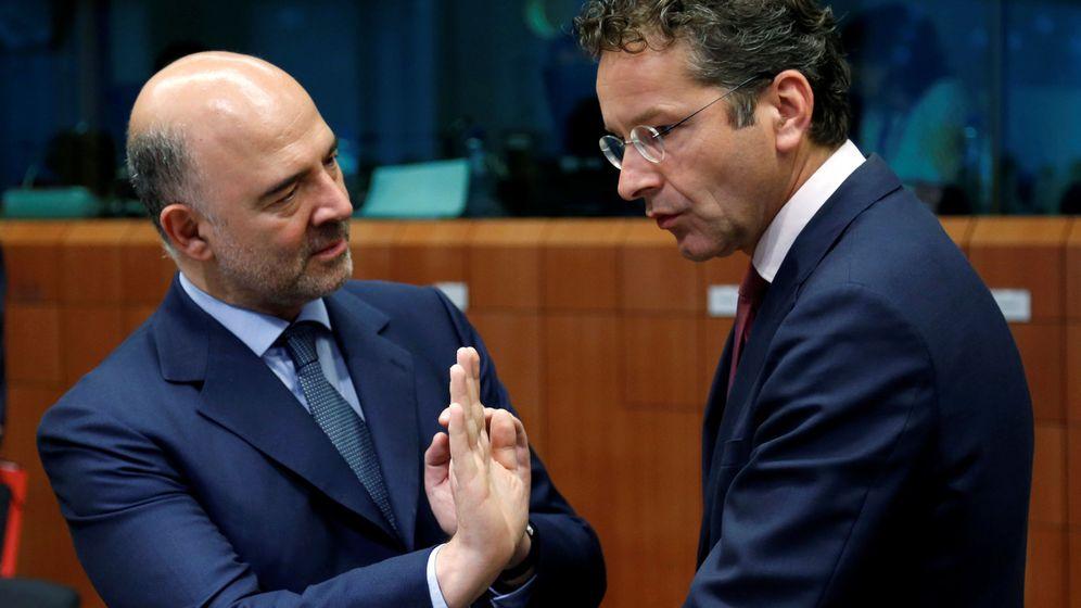 Foto: El comisario económico Pierre Moscovici (i) junto a Jeroen Dijsselbloem, presidente del Eurogrupo. (Reuters)