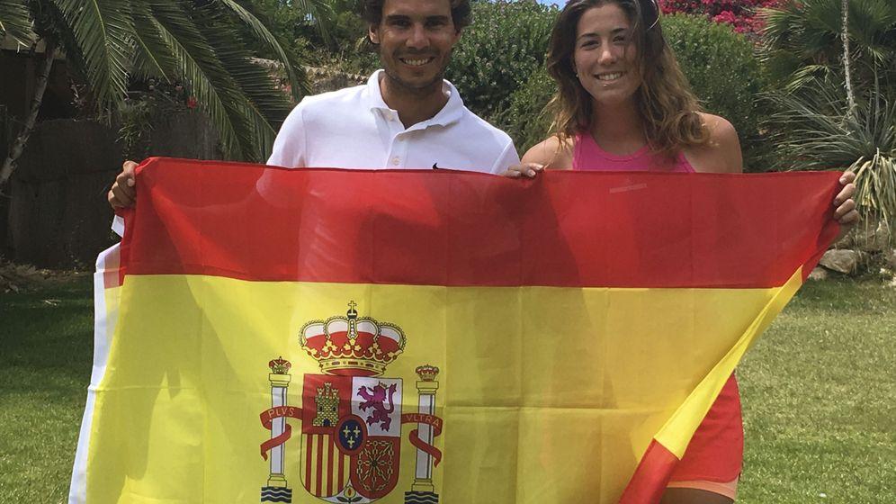 Foto: Nadal y Muguruza, con la bandera española. (EFE)