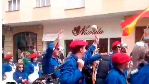Cánticos de 'Cara al sol' e indumentaria falangista en el Carnaval de Santoña