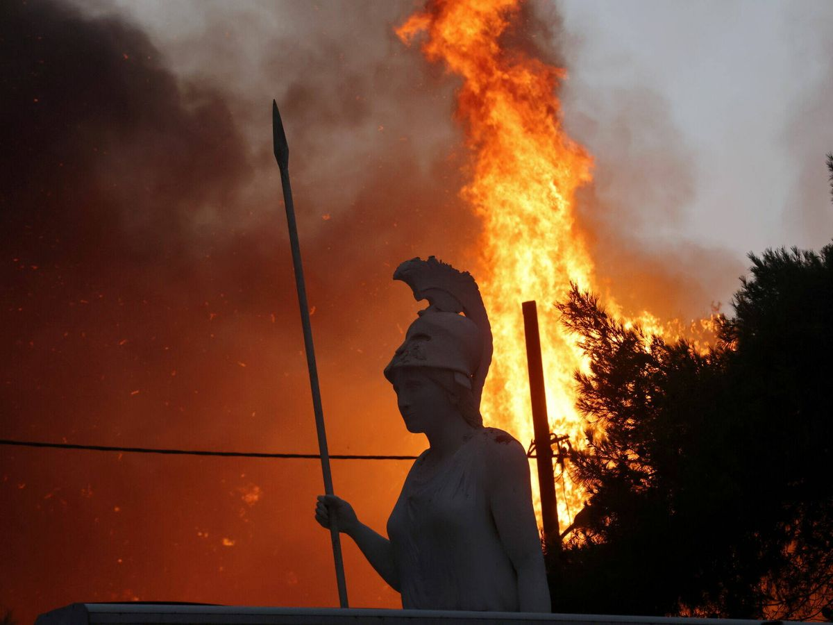 Foto: Incendio en Varympompi, un suburbio de Atenas. (Reuters)