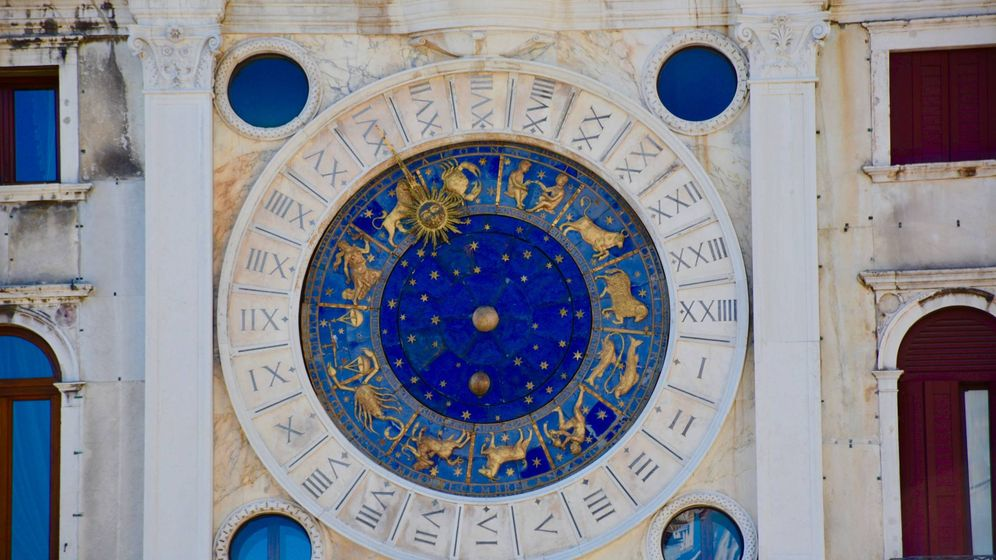 Foto: Reloj de la Torre dell'Orologio en la plaza de San Marcos, Venecia. (Josh Rangel para Unsplash)