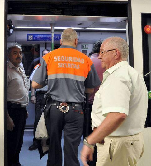 Vigilante de seguridad privada en el metro