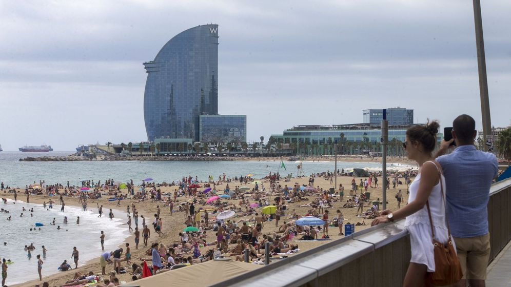 Foto: Imagen de la playa de la Barceloneta. (EFE)
