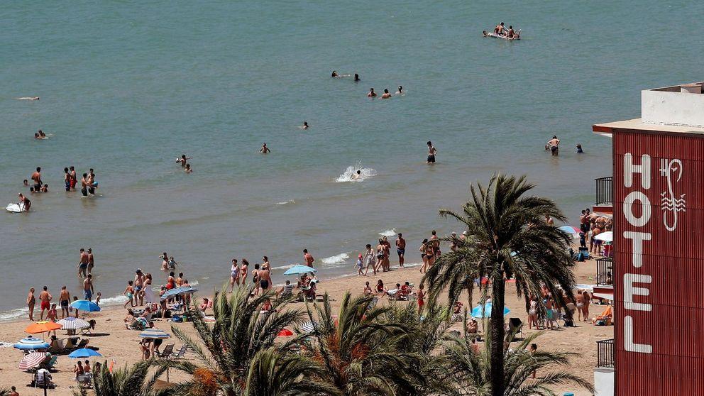 El gasto con tarjeta de los turistas pincha en julio (-60%) y lastra la recuperación