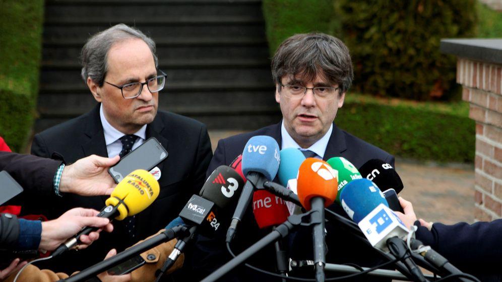 Foto: El presidente de la Generalitat de Cataluña, Quim Torra (i), junto al 'expresident', Carles Puigdemont (d), hacen unas declaraciones tras reunirse en Waterloo. (EFE)