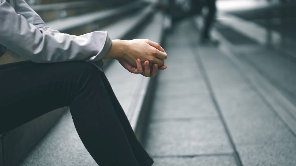 Foto: Hombre escaleras trabajo iStock