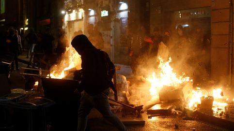 Los radicales lanzan tres cócteles molotov en Barcelona y advierten: Se acabó el pacifismo