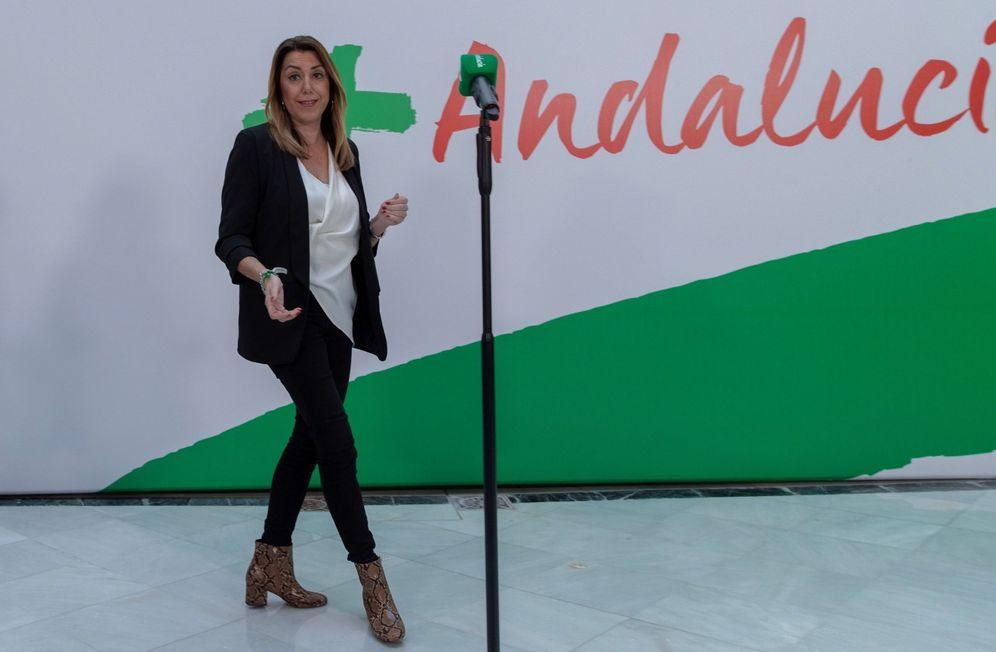 Foto: Susana Díaz, a su llegada este 3 de diciembre a la comparecencia ante los medios en Sevilla. (EFE)