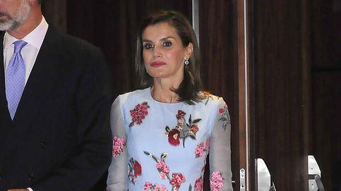 Una Letizia de lo más naíf estrena corte de pelo y vestido de Carolina Herrera