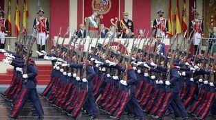 Un desfile con muchos charcos y poco público