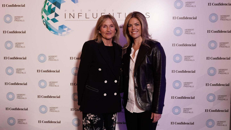 Koke Tejera (Atresmedia) y Cristina Valls-Taberner, esposa de Francisco Reynés.
