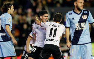 El Valencia aguanta la embestida del Rayo y Jémez carga contra el arbitraje