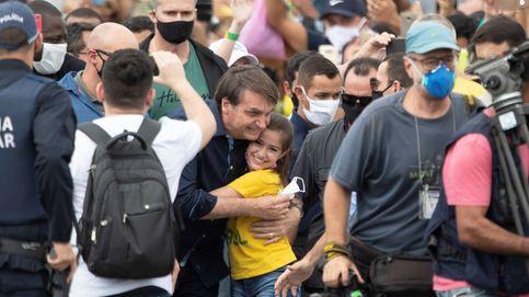 Bolsonaro se une a una manifestación a su favor sin respetar la distancia y sin utilizar mascarilla