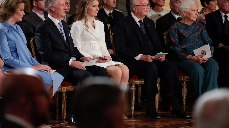 Los reyes con Alberto, Paola y Elisabeth. (Reuters)