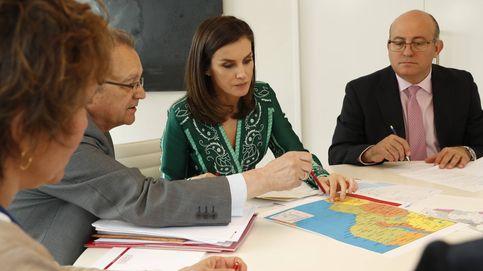 Con boli, mapas y apuntes: así prepara la reina Letizia su viaje a Mozambique