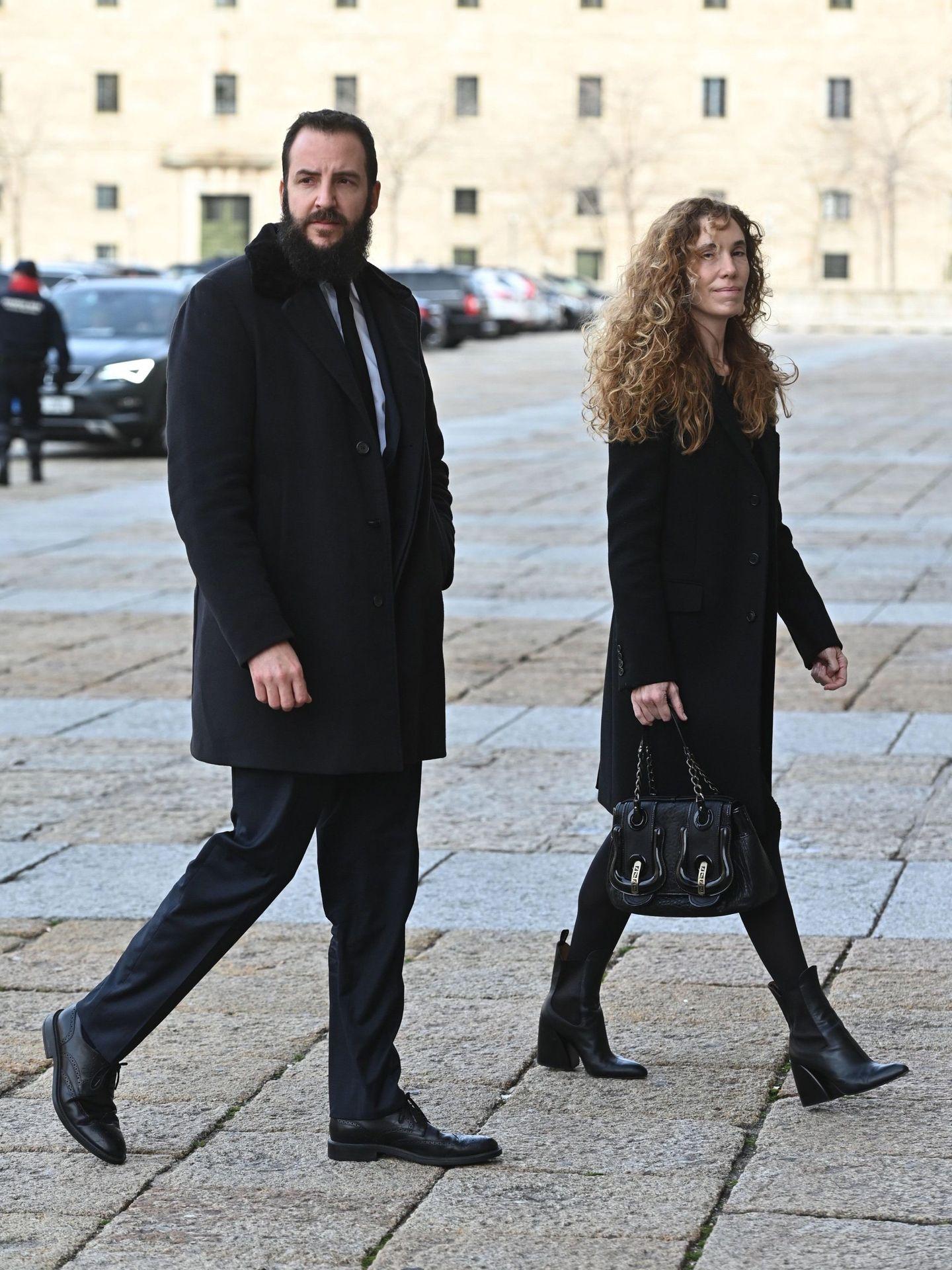 Borja Thyssen y Blanca Cuesta, en el funeral por la infanta Pilar. (EFE)