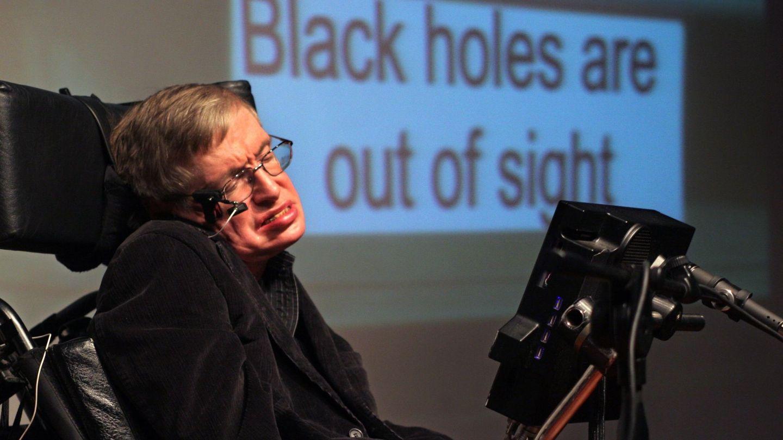 El científico británico Stephen Hawking, participa en una conferencia sobre los agujeros negros en el Museo de Ciencias de Bloomfield, en Jerusalén, 10 de diciembre de 2006. (EFE)