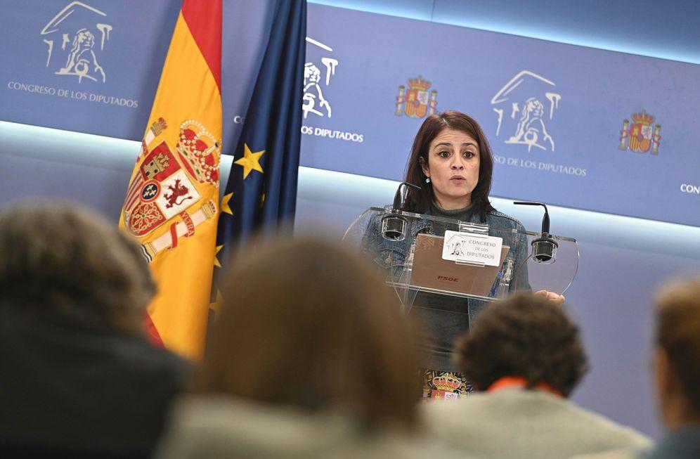 Foto: Adriana Lastra, durante su rueda de prensa en el Congreso, este 16 de diciembre. (EFE)