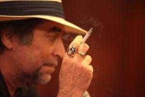 Un hotel tendrá que pagar 8.000 euros porque dejó fumar a Sabina