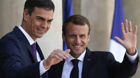 Emmanuel Macron y Pedro Sánchez, duelo de estilo masculino en París